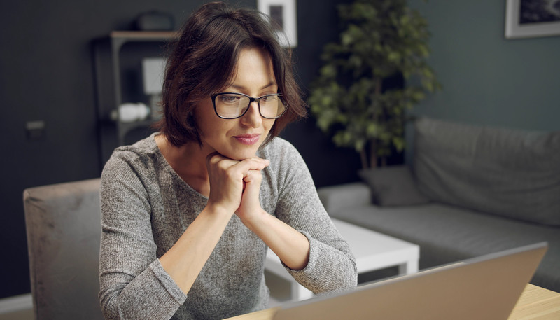 The way we do divorce: dark haired woman sitting in front of a computer screen